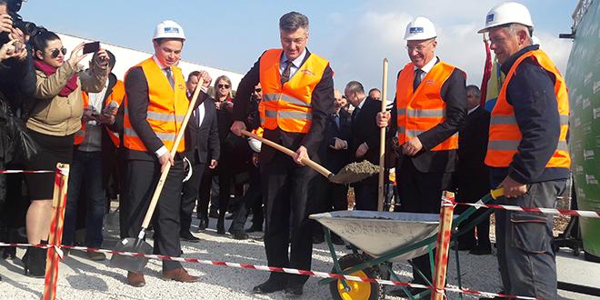 Laboratorij u Dugopolju zaposlit će 70 stručnjaka: 'S mirisima i okusima Dalmacije bit ćemo konkurentni i na europskom tržištu'