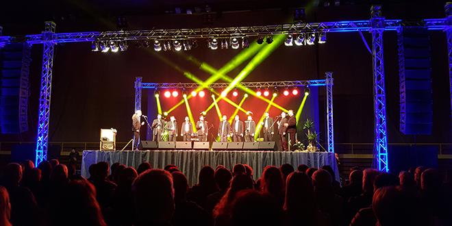 Odličan koncert klape Cambi: Publika uživala u hitovima Olivera, Gibonnija, Coce, Massima, Čolića, Queena...