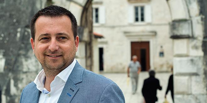 Bilić odgovorio: Plaće koje će dobiti službenik koji se spori s Gradom dobio bi i da je ostao na radnom mjestu koje nam je suvišno