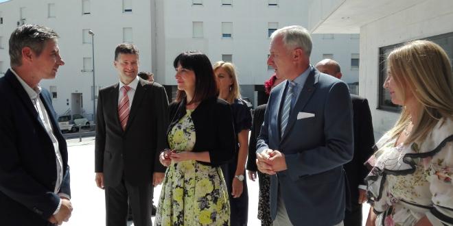 Ministrica Divjak povukla milijune iz EU fondova za - catering!