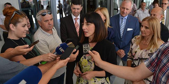 PONIŠTENA SMJENA RAVNATELJA JOZE DRAGIĆA Prosvjetna inspektorica žalila se na medijski linč, nije ispitala učenike i roditelje