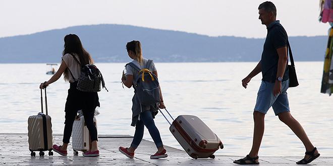 BiH državljani u Hrvatsku mogu ući samo ako će noćiti