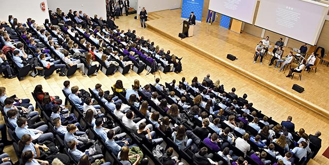 Centri izvrsnosti iz informatike, novih tehnologija i matematike okupili 330 najboljih učenika iz Splitsko-dalmatinske županije
