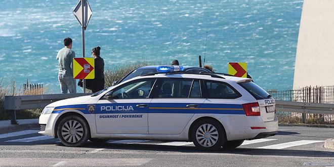 Mladići na plaži u Šibeniku maltretirali dijete