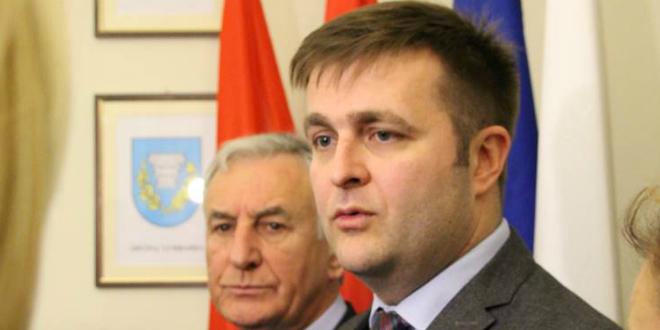 PRATI LI VLADA NOVINARE? Ministar napao Krešića zbog jednog privatnog komentara