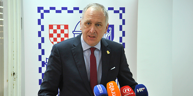 KRSTULOVIĆA OPARU BLOKIRALI STRANAČKI KOLEGE Splitski HDZ zaustavio projekt zamjene javne rasvjete