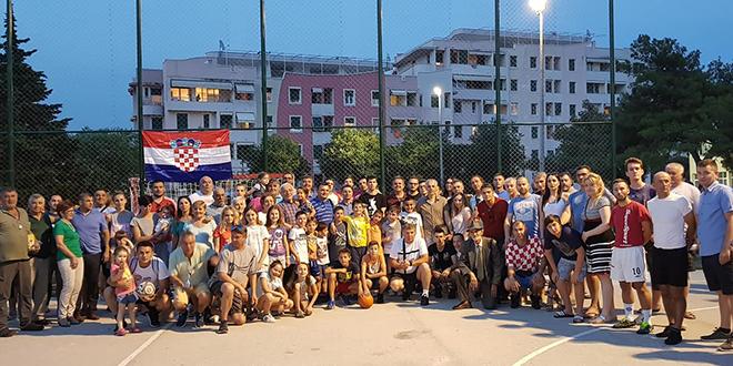 Gradski kotar Bol organizirao feštu, Hajdukovi veterani zaigrali s pripadnicima BATT-a