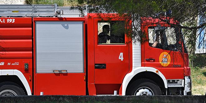 POŽAR NA CESTI Izgorio bus u Igranima, putnici izašli iz vozila i spasili se