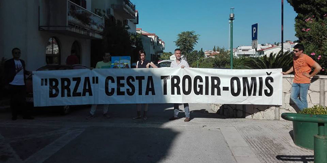 Župana dočekali zbog brze ceste do Omiša: Kada se dogodi bilo kakva nesreća mi jedino možemo skočiti u more i plivati do Brača