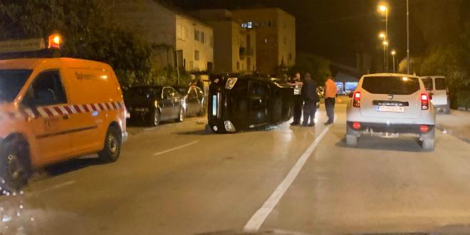 PROMETNA U SPLITU: Automobil završio na boku u Kranjčevićevoj ulici