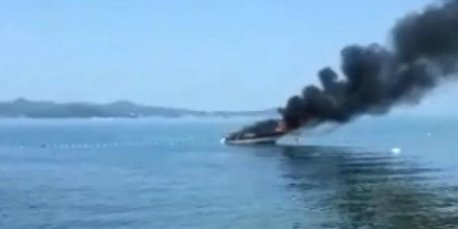VIDEO Pogledajte požar broda u Bibinjama