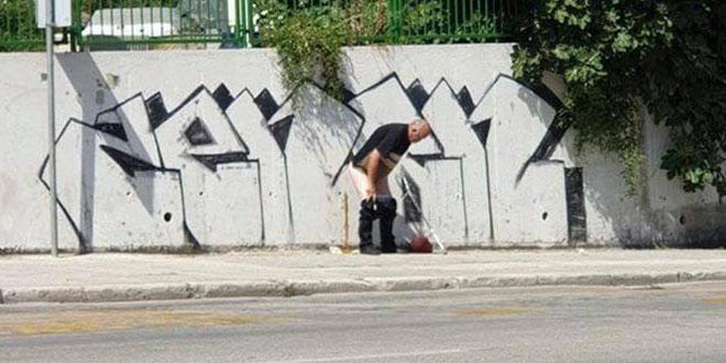 ŠOKANTAN PRIZOR: Muškarac obavio veliku nuždu na trotoaru u Dubrovačkoj ulici