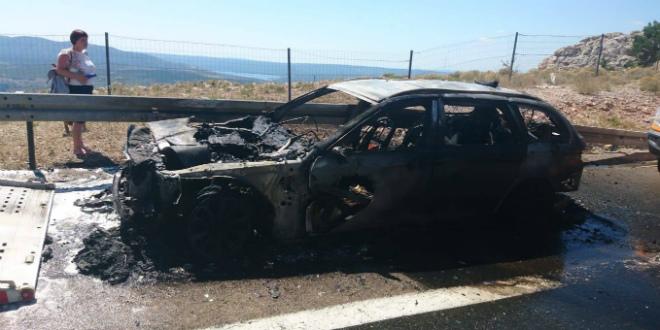 POŽAR NA AUTOCESTI Izgorjelo auto kod tunela Ledenik