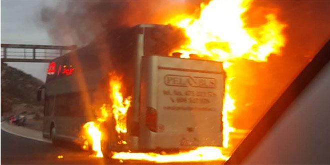 VIDEO: Požar u par minuta progutao češki autobus