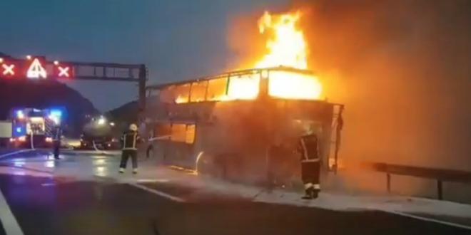 STRAŠNA SNIMKA Vatra je u 'progutala' češki autobus