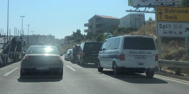 PROMETNA NA SMOKOVIKU Stvaraju se gužve na ulazu u Split