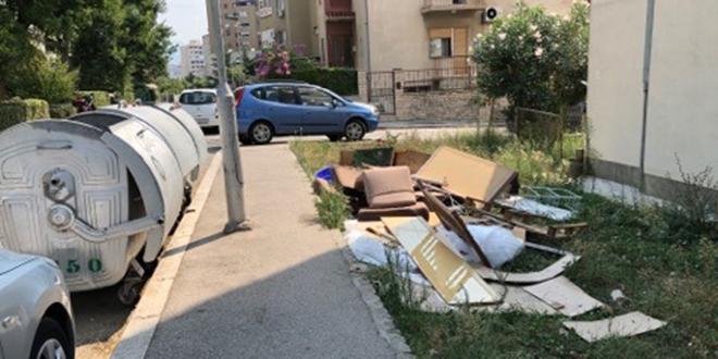 Čitateljica upozorava: Nemojte stvarati deponij među zgradama!
