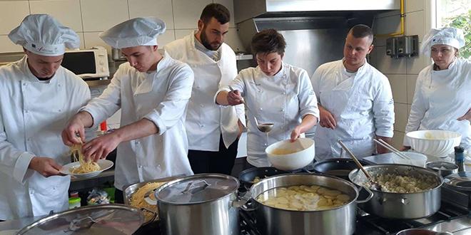 PROGRAM 'BRODSKI KUHAR': U sklopu projekta 'Nautički gastro turizam' održana praktična nastava kuharstva