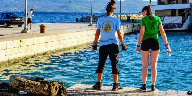 FOTOGALERIJA Volonteri očistili rekordnu količinu otpada iz mora u Krilu Jesenice, pomoglo im je samo troje mještana