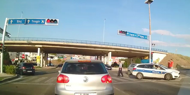 POLICAJAC NIJE MOGAO VJEROVATI Automobilom ispred njega skrenuo u zabranjeni smjer