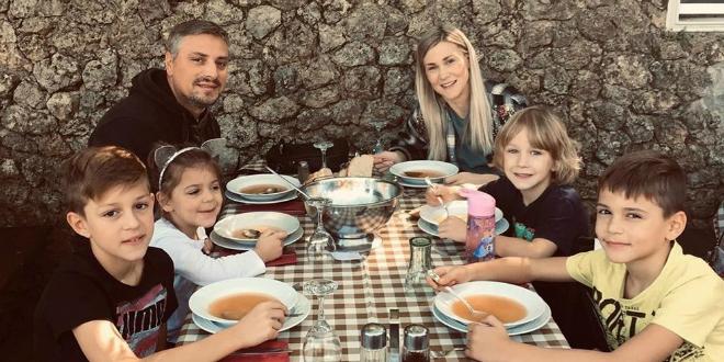 Pogledajte kako uživa obitelj Dragojević, uskoro će im se pridružiti i sedmi član
