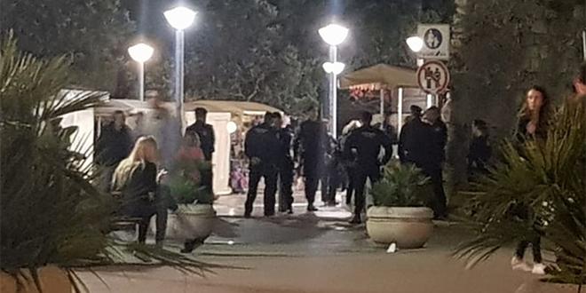 INTERVENTNA U MARMONTOVOJ Policija legitimira ljude u centru Splita, neviđene mjere opreza pred utakmicu s Mađarskom