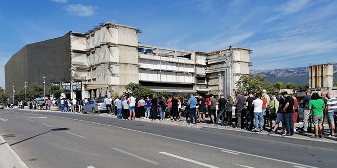 Splićanin ogorčen na HNS: Zar žele da propadnu ulaznice zbog kojih sam satima čekao u redu?