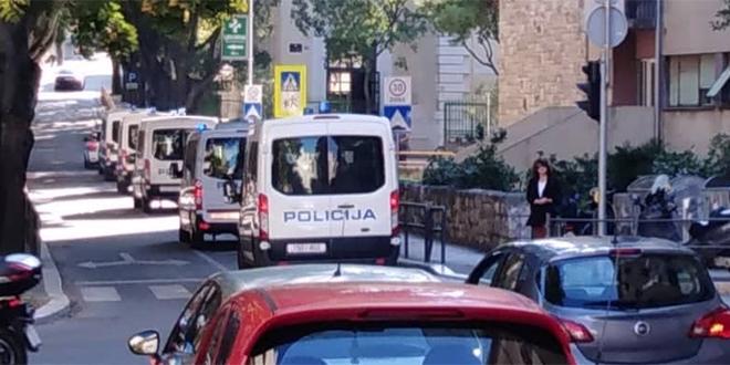 REPREZENTACIJA U SPLITU Počeli incidenti s mađarskim navijačima, policija privela pet osoba