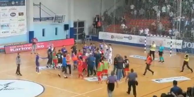 VIDEO: Opća tučnjava nakon utakmice u Makarskoj, intervenirala i policija