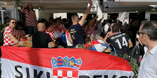 VIDEO: Hrvatski navijači zauzeli štekate, najglasniji su na Rivi