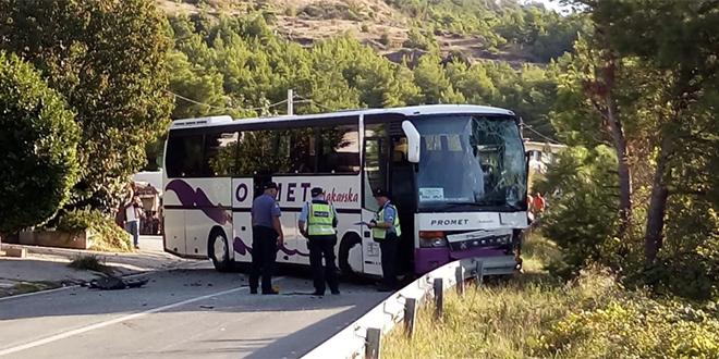 TRAGIČNA BILANCA Poginula vozačica, 14 ozlijeđenih u prometnoj nesreći u Klisu