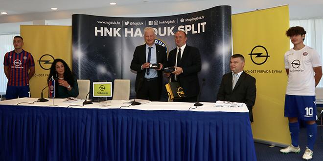 SVEČANOST NA POLJUDU Hajduk predstavio novog sponzora, 'bekavci' će na dresu nositi Opelov logo