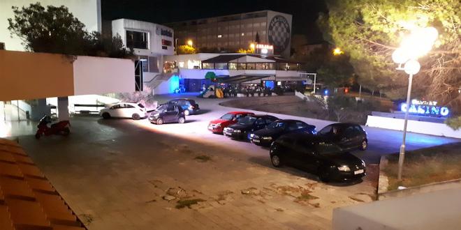 ČITATELJ UPOZORAVA Opet je pješačka zona Koteksa postala parkiralište!