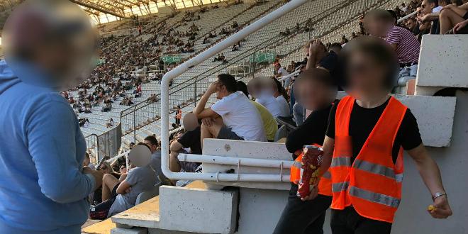 ZA SMIJAT SE I PLAKAT Ono kada ti na stadionu djetetu uzmu smoki...