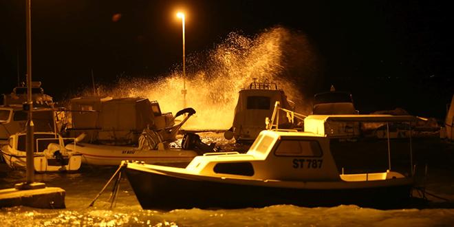 FOTOGALERIJA Jugo je sinoć diglo more, pogledajte što je snimio naš fotoreporter
