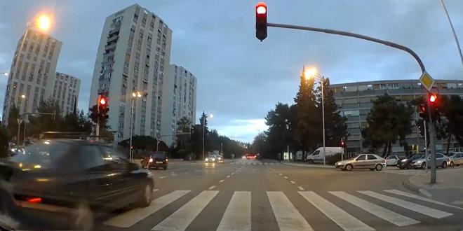 VIDEO: Pogledajte prolazak kroz crveno na križanju Velebitske i Dubrovačke ulice
