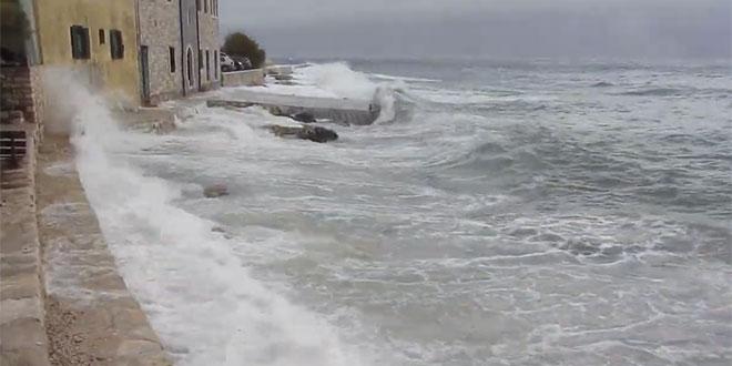 VIDEO: Pogledajte kako je olujno jugo potopilo Postira