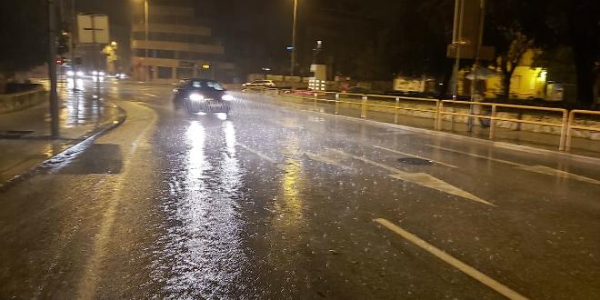 VIDEO: Kiša potopila Vukovarsku ulicu u Splitu