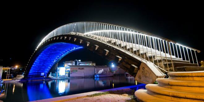 Drveni most u Trogiru dobio trajnu rasvjetu