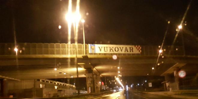 Poruka za Vukovar na ulazu u Split
