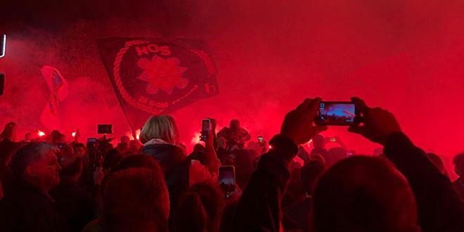 VIDEO: Mimohod završen bakljadom i pjesmom u čast gradu heroju Vukovaru!