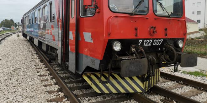 ŽELJEZNIČKA NESREĆA Vlak u Kaštelima izletio s tračnica!
