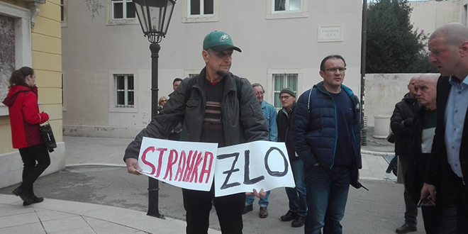 Splitski aktivist dočekao Plenkovića s porukom