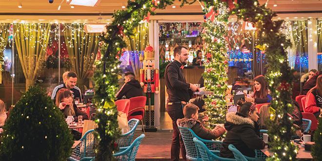 PARADISO Božićna bajka počela je sinoć u preuređenom baru u centru Splita