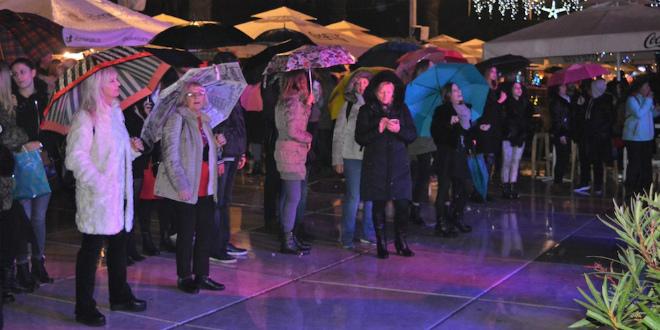 FOTOGALERIJA Splićani proveli odličnu večer pod kišobranima uz Giuliana