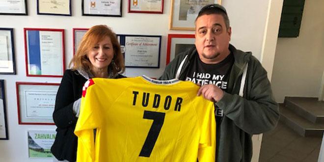 A DI SI TI: Igor Tudor donirao pedesetak vrijednih dresova, sav prikupljeni novac ide za prihvatilište za beskućnike