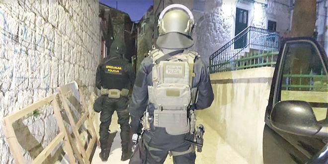 NAJNOVIJE: Policija uhitila i drugu osobu! Momka su našli u kafiću Borsalino na Skalicama