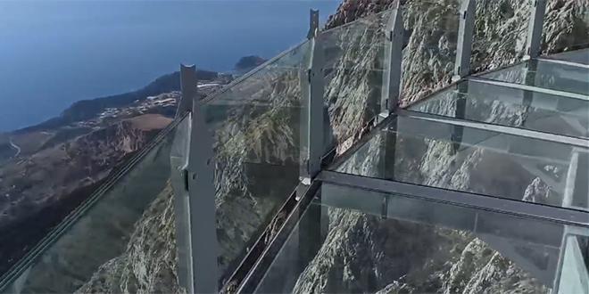 VIDEO Splitski planinari 'otvorili' Skywalk, nije lako pogledati ispod sebe s 'nebeske šetnice'