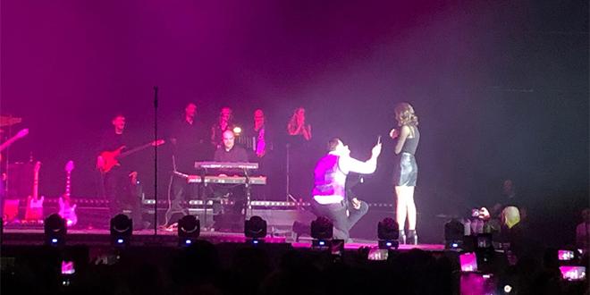 ROMANTIKA U SPALADIUM ARENI Par se zaručio pred publikom, a Sergej Ćetković im otpjevao pjesmu 'Ljubav'