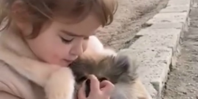 ZVIJEZDA JE ROĐENA Pogledajte malenu Klaru kako pjeva Severininu 'Rođeno moje'